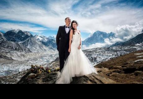 Pareja cumplió sus sueños al casarse en el Monte Everest
