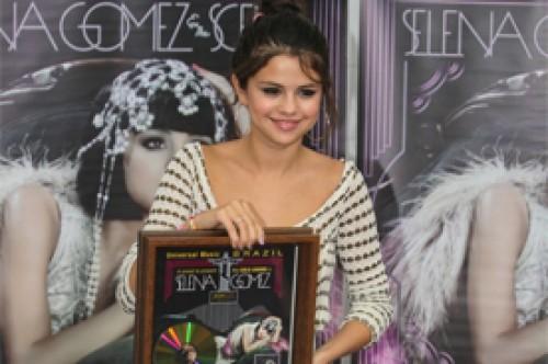 When the Sun Goes Down de Selena Gomez recibe Disco de Oro en Brasil