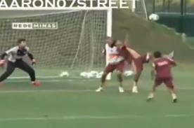 Video: Ronaldinho marca 'golazo' de chalaca en entrenamiento