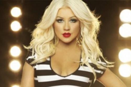 Adam Levine defiende a Christina Aguilera de la críticas sobre su peso