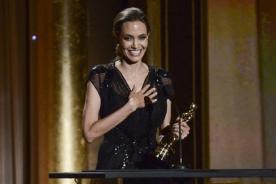 Angelina Jolie recibió Premio Humanitario en una gala de los Oscar