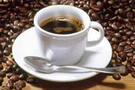 Tomar café disminuye el riesgo de sufrir de Parkinson
