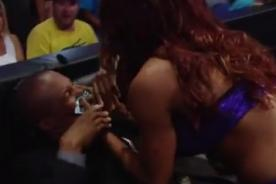 WWE: Alicia Fox agrede a comentaristas en frenético ataque de ira - VIDEO