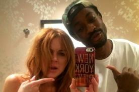 Lindsay Lohan publica foto en topless con un hombre
