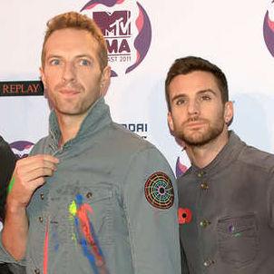 Coldplay contrató modelos en topless para nuevo videoclip