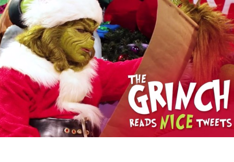 'El Grinch' lee tweets amables por Navidad y es simplemente hilarante
