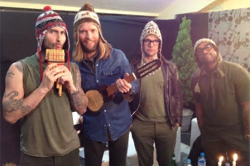 Maroon 5 en Lima: Integrantes de la banda posaron con chullos (Foto)