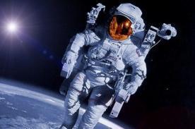Astronauta graba primera canción navideña en el espacio - Video