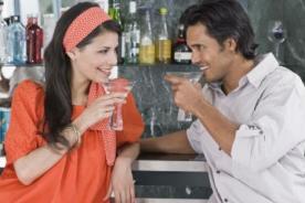 ¿Combinar sexo y alcohol? Provoca el deseo pero frustra el acto sexual