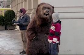 Feroz oso aterra las calles de Nueva York por un yogurt - VIDEO