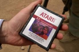 Encuentran enterrados juegos de E.T. en desierto de Nuevo México