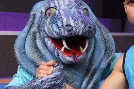 Esto Es Guerra: Mascota de las Cobras se cae y pasa tremendo 'roche' [Video]