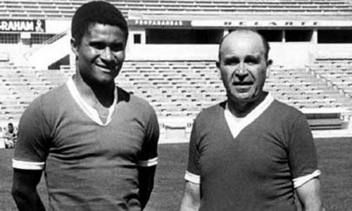 Eusebio trató de acabar con la maldición del Benfica rezándole a Bela Guttman