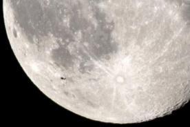 Extraño objeto aparece en foto de la Súperluna