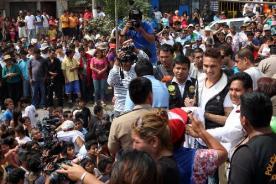 Video: Paolo Guerrero fue el Papa Noel de los niños pobres del Perú