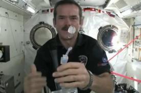 Video: Astronauta muestra cómo se lavan las manos en el espacio