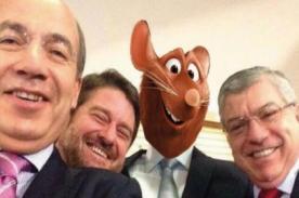 Crean ocurrentes memes del 'selfie' del expresidente Alan García - Foto