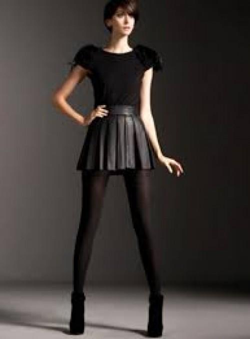 Minifalda y casaca corta: combinación perfecta para lucir más alta